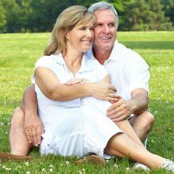 Seniorenorganisatie begint eigen datingsite