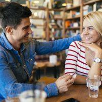 Flirten met verlegen mannen